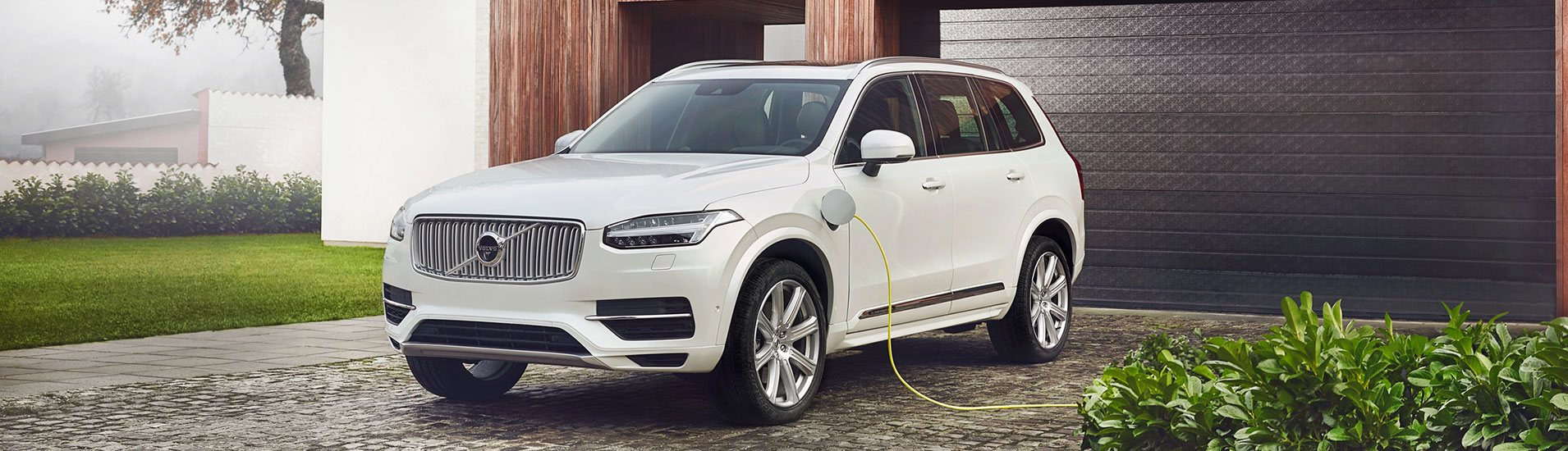 header-twin-engine-xc90-white.jpg